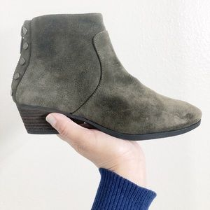 Vince Camuto- suede Green Cinza bootie size 6M